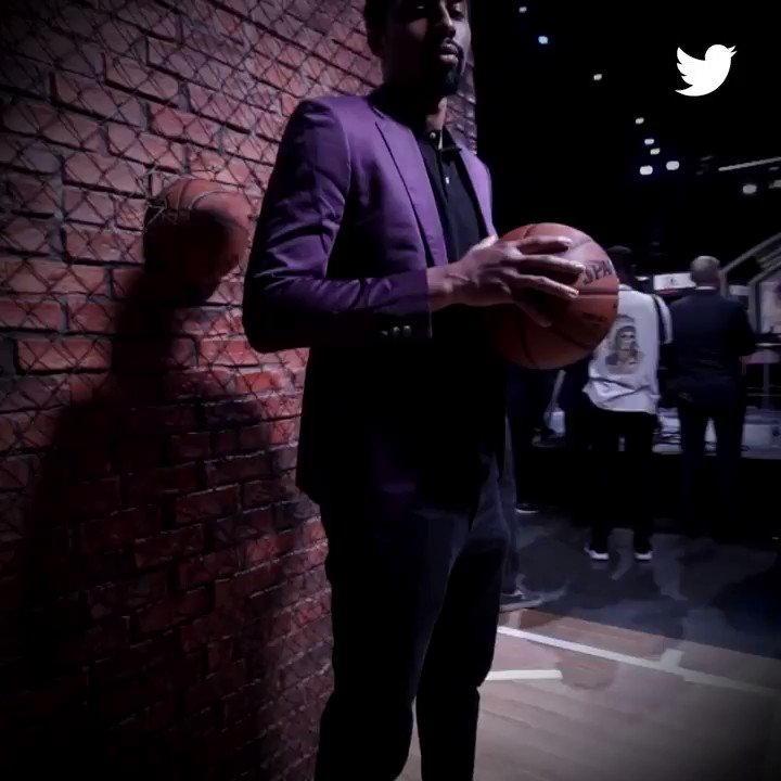.@SDinwiddie_25 gets in on the action! #NBADraft #NBATwitter https://t.co/vyCzg447aq