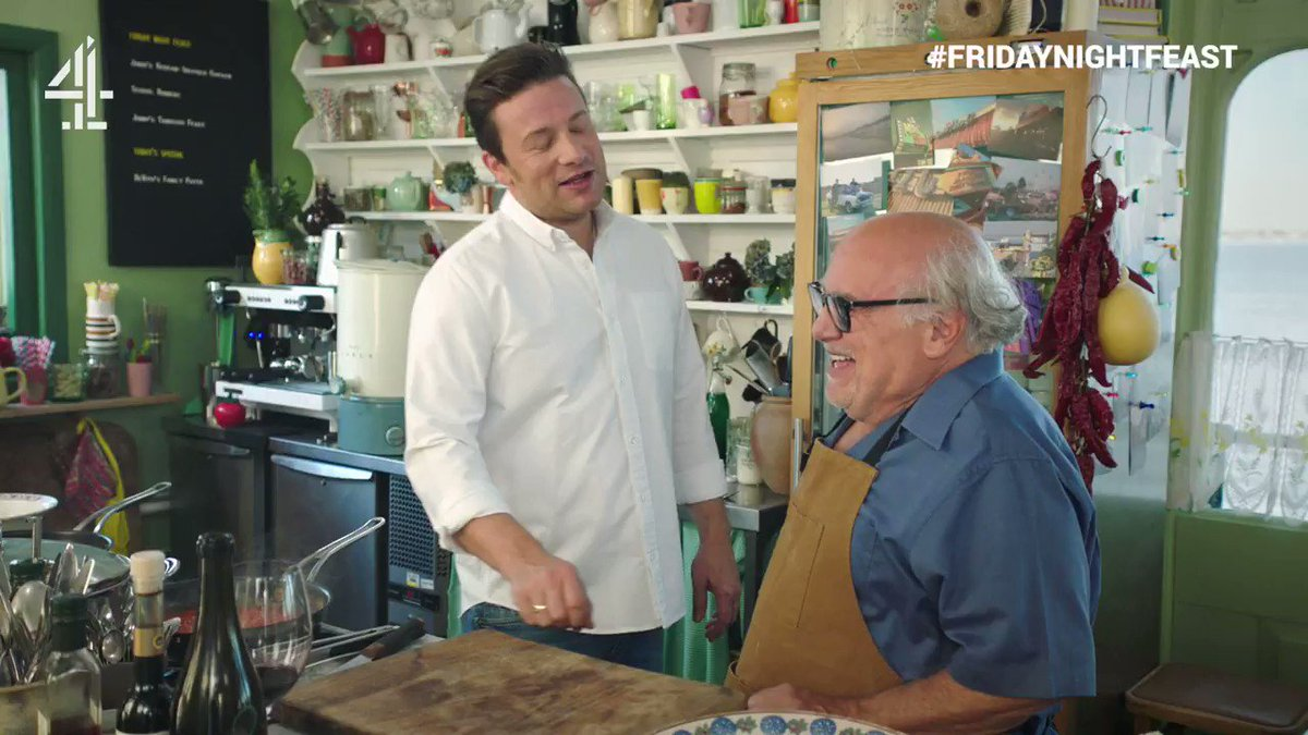 Once you've heard @DannyDeVito's Essex accent, you can never unhear it... ????  #FridayNightFeast TONIGHT @Channel4 8pm https://t.co/FrHOJLhdzt
