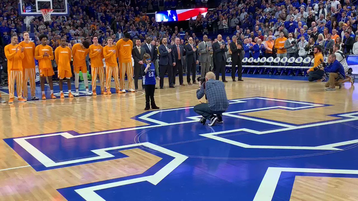 Marlana, you've outdone yourself.  What an incredible rendition of the national anthem tonight at Rupp, with some #BBN accompaniment at the end. #WeAreUK 🇺🇸