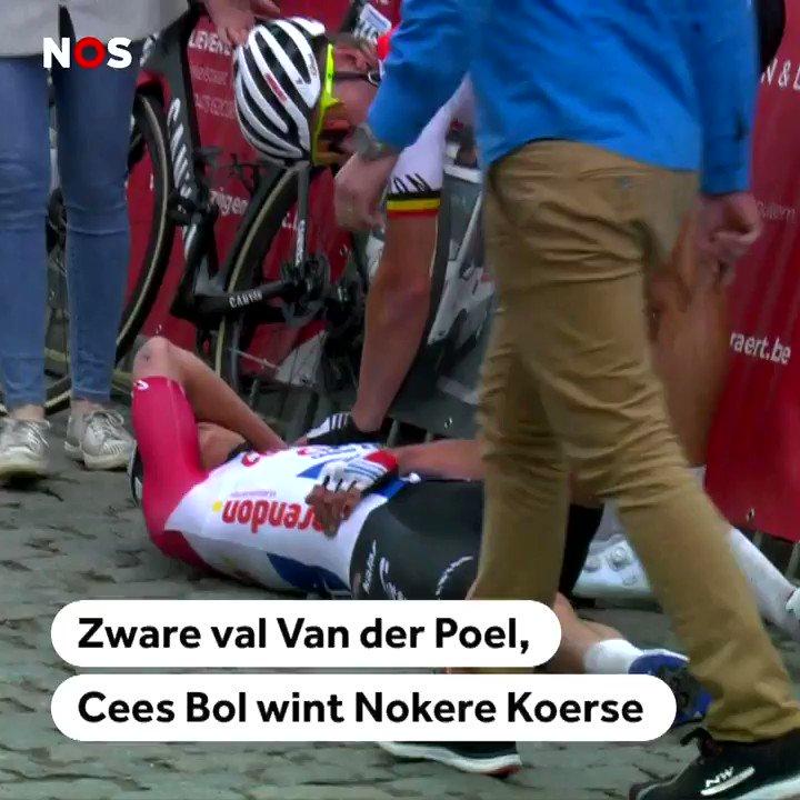 Een zware valpartij van Mathieu van der Poel in Nokere Koerse, die wordt gewonnen door Cees Bol😲🚑 https://t.co/srWubFsPhI