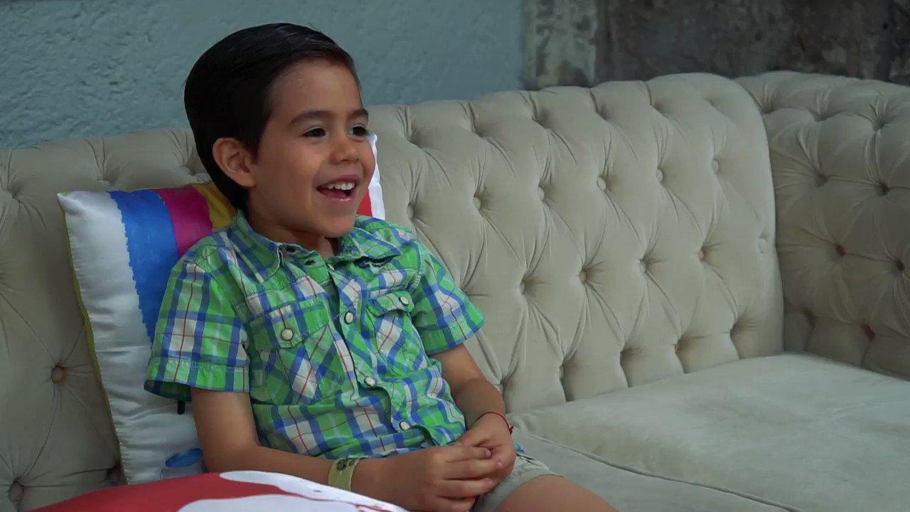 Mateo, una de las estrellas de #PequeñosGigantes, nos cuenta cómo su familia le ha enseñado nuevas palabras. Ayuda a tus hijos a enriquecer su vocabulario enviando la palabra 'CONSEJOS' al 26262. Recibirás  información gratuita en tu teléfono celular. https://t.co/63HPG32fFT