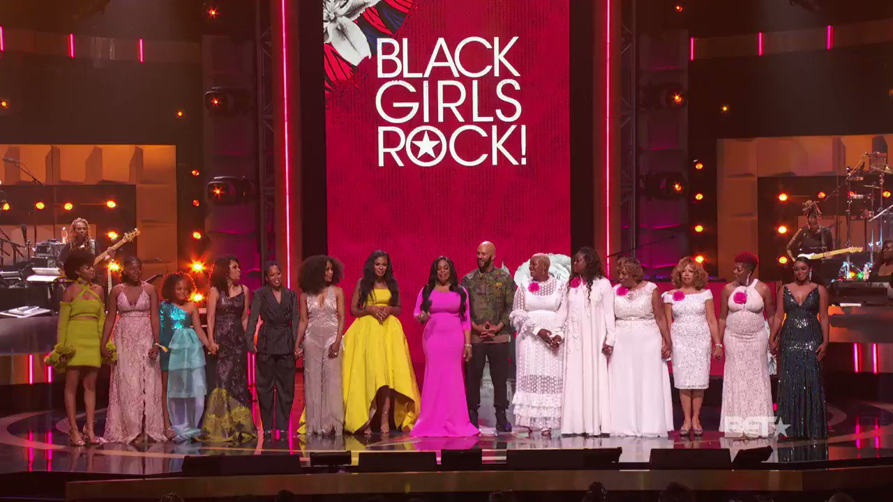 Give it up again for our host with the most! @niecynash #BlackGirlsRock https://t.co/gU75qYae3L