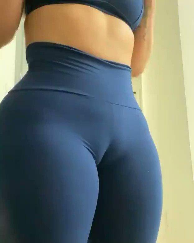 Retweet if you love yoga pants