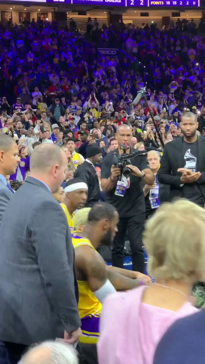 .@KingJames received a standing ovation from the crowd after passing Kobe Bryant 👏
