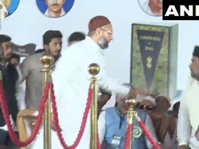 #WATCH The full clip of the incident where a woman named Amulya at an anti-CAA-NRC rally in Bengaluru raised slogan of 'Pakistan zindabad' today. AIMIM Chief Asaddudin Owaisi present at rally stopped the woman from raising the slogan; He has condemned the incident.