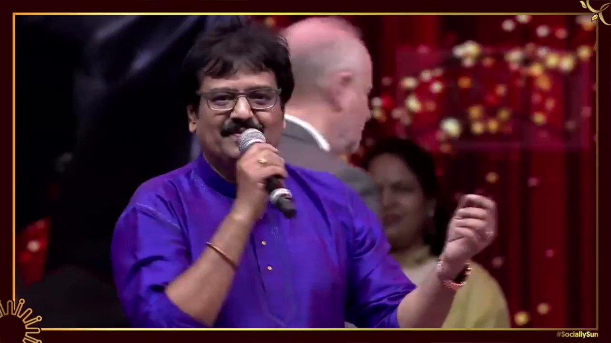 இளையராஜாவை இசை உலகின் சூப்பர் ஸ்டார் என கூறிய விவேக்.  முழு எபிசோடை பார்க்க:   #Throwback #Ilayaraja #Ilayaraja75 #SunTV #SociallySun
