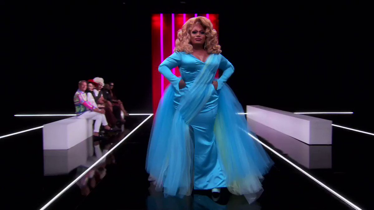 Spring it to the runway 🌸👠#DragRace