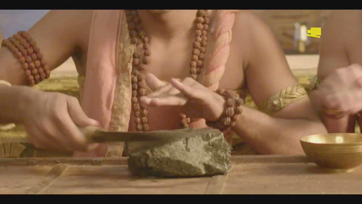 Rama ki choti par chhayi hai Tathacharya ki nazar. Ab Rama kaise bachayega apne Bandu ko?  Jaanne ke liye dekhiye Tenali Rama Som-Shukr raat 7:30 baje, sirf Sony SAB par. #TenaliOnSAB @krishna_raaish