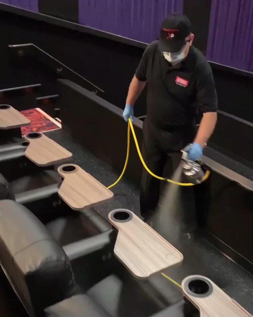 Cinemark lá de fora está se preparando para a retomada dos cinemas e esse é um dos procedimentos de segurança: higienização das poltronas a cada sessão. O que você acha disso? Você retornaria ao cinema com esses cuidados aqui no Brasil?