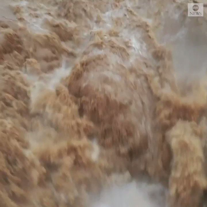 An increasing level of rainfall in the Yellow River has brought more tourists to the Hukou Waterfall in China. The water flow formed the golden waterfall scene for the first time this year.