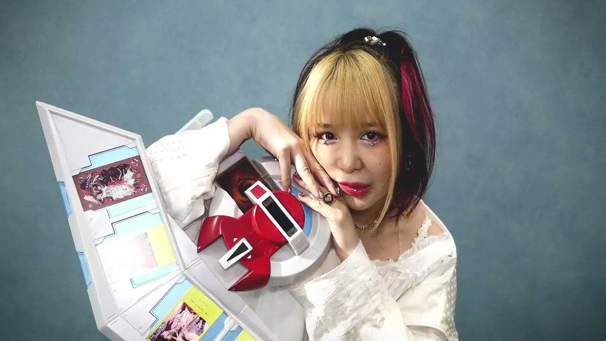 """超歌手 #大森靖子 (@oomoriseiko) の新曲 """"#シンガーソングライター"""" が配信中🎤  心を揺さぶる歌詞にも注目して、ビデオメッセージとあわせて聴いてみて🎶 👉  再生中の画面も要チェック👀"""