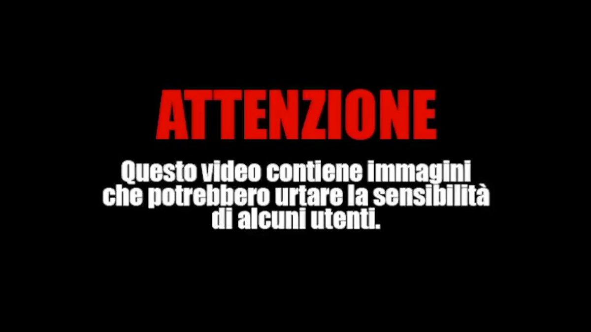 ⚠️ ATTENZIONE IMMAGINI FORTI. VIDEO-CHOC. IMMIGRATO MINACCIA DI SGOZZARE UN AGENTE NEL #DUOMO DI MILANO.