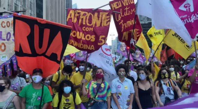 Movimento estudantil fecha a paulista  em apoio a Boulos e Erundina