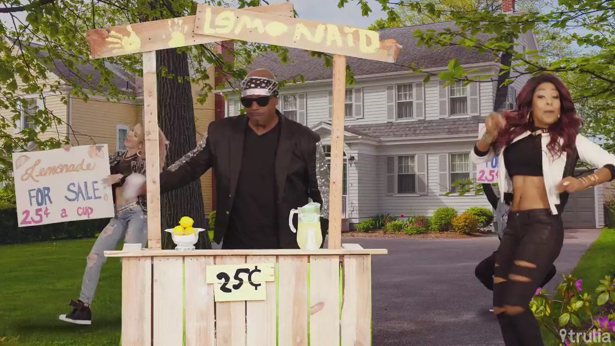 He's spitting rhymes! Make your dream home music video featuring THE @MCHammer. https://t.co/cqxgtMkkfQ #Hammerfy https://t.co/9zPYc2xHc5