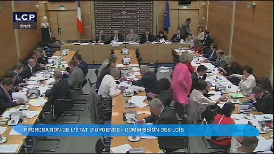 Le débat tourne à l'affrontement verbal entre députés de l'opposition et de la majorité #DirectAN #EtatdUrgence https://t.co/8535x64mSu