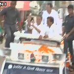 Shoe who want to meet Rahul Gandhi detained by UP Police during his road show in Sitapur(UP) 😢 #Intolerance  https://t.co/XuF0Qqpj2L