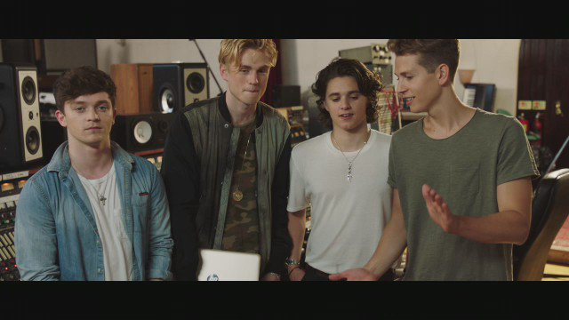 Missed @thevampsband's reinvented music video? Check it out here and RT for the chance to #WIN a signed HP x2