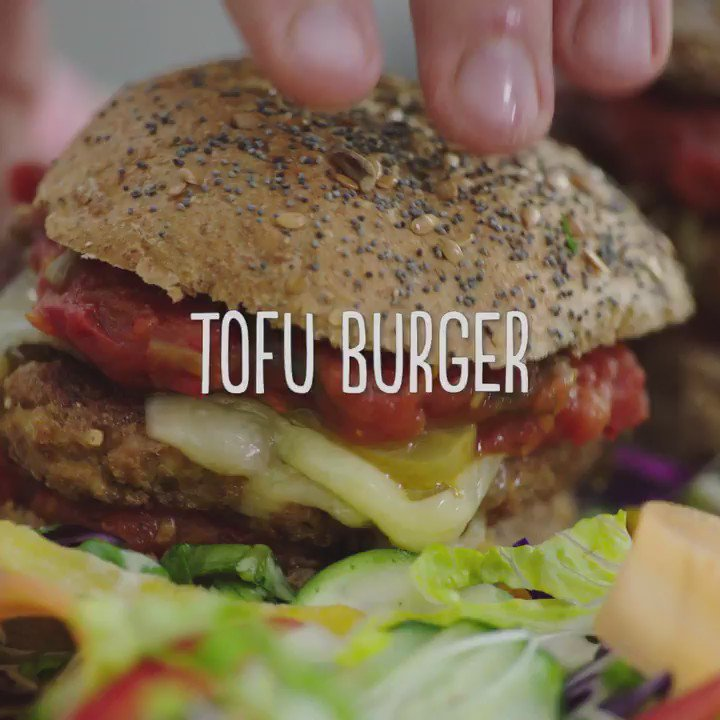 My mega veggie tofu burger from Everyday Super Food #JamiesSuperFood guys!!! Tuck in https://t.co/MGyBaPWYVW xxJO Xx https://t.co/J42yjUFo44