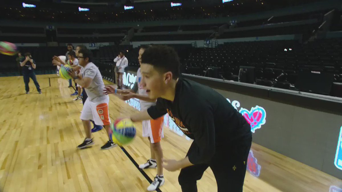 The @Suns' @DevinBook earlier today at @JRNBA clinic in Mexico City! #NBAMexico25 https://t.co/ya1duZdDxY