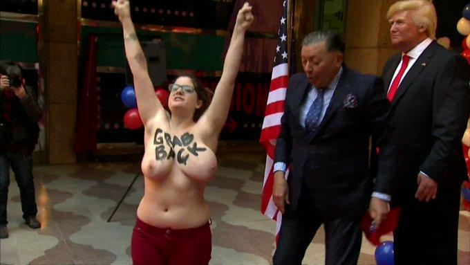 Así ha sido la irrupción de Femen en la inauguración de la figura de cera de Trump en Madrid https://t.co/CwpzfqwYQv