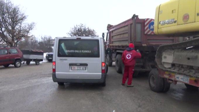 Avalanche en Italie: des migrants aident les équipes de secours #AFP