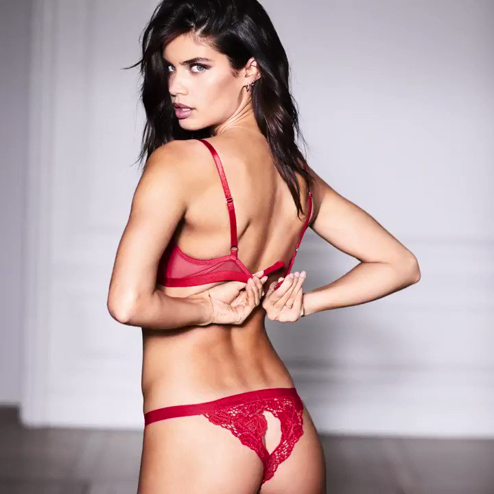 Red-hot romance always starts with lace. #XOXOVictoria https://t.co/m23PoZgaMz https://t.co/VpqV4ucCKr