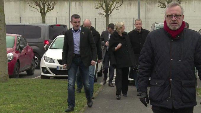 Marine Le Pen réagit aux gardes à vue de deux de ses proches #AFP