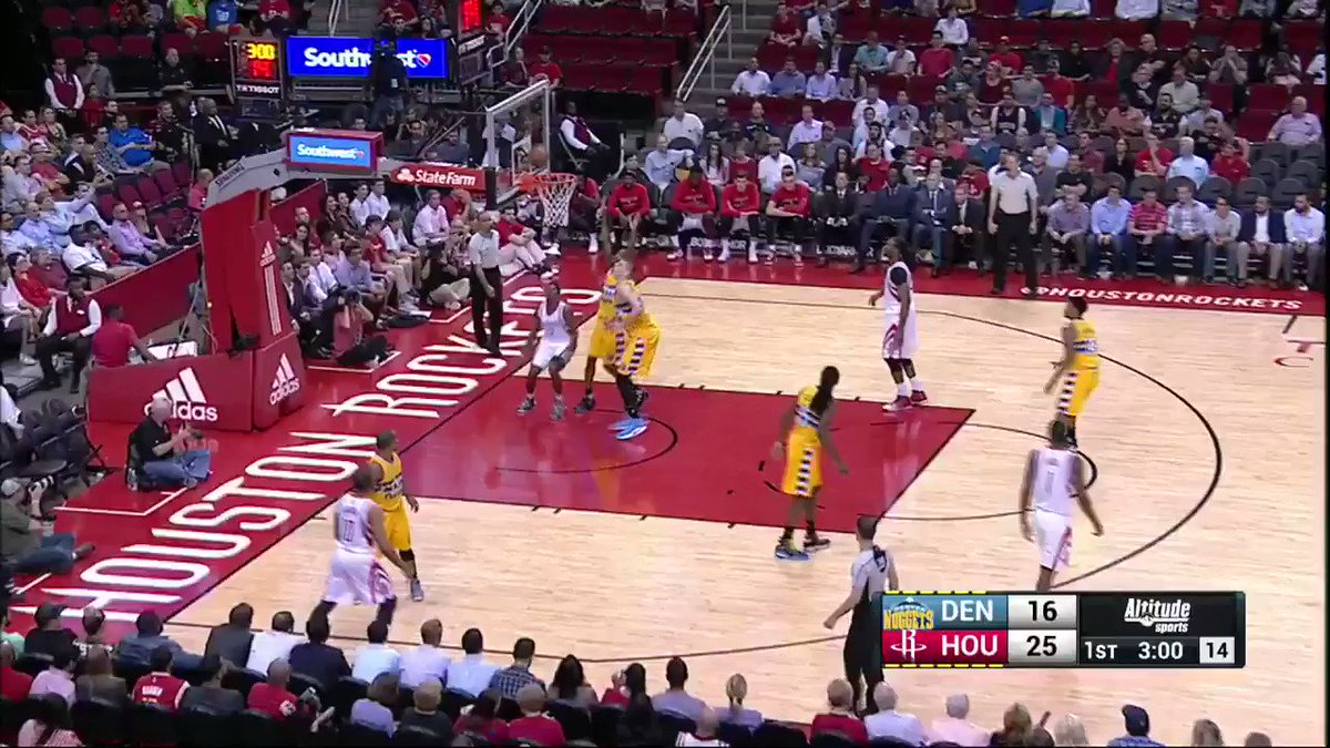 Jokic firing passes all over the place for the #AssistOfTheNight! https://t.co/LSykd4J3sR