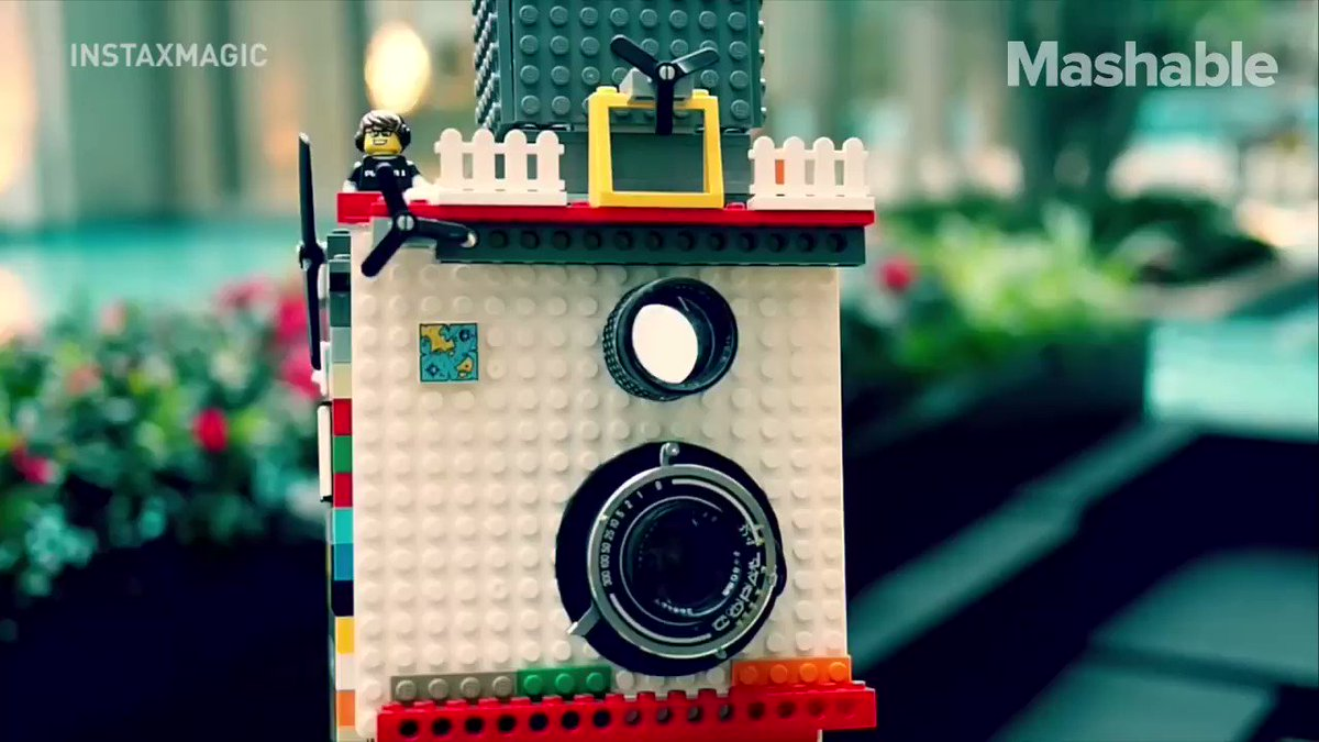 This working twin lens camera is actually made out of Lego