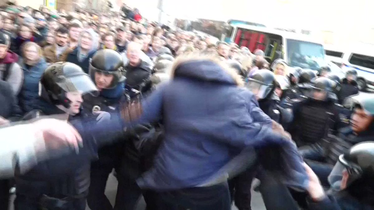 Opposition leader among hundreds arrested at Moscow protest