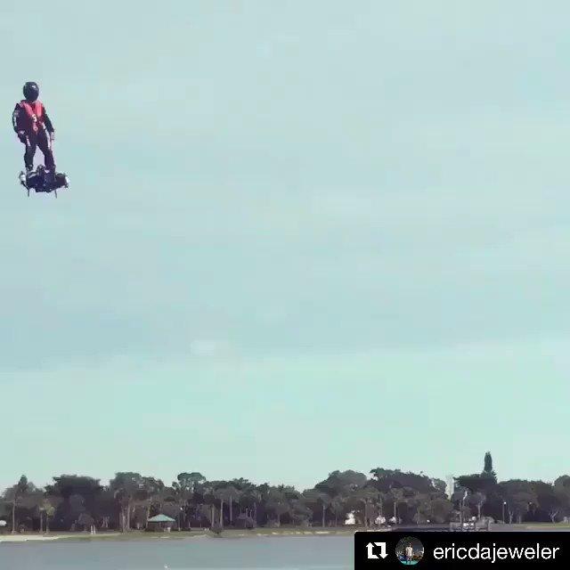 空中を自由に飛び回れる新型ジェットボード「Flyboard Air」のテスト映像。スペック上は高度3kmまで上昇可能、対