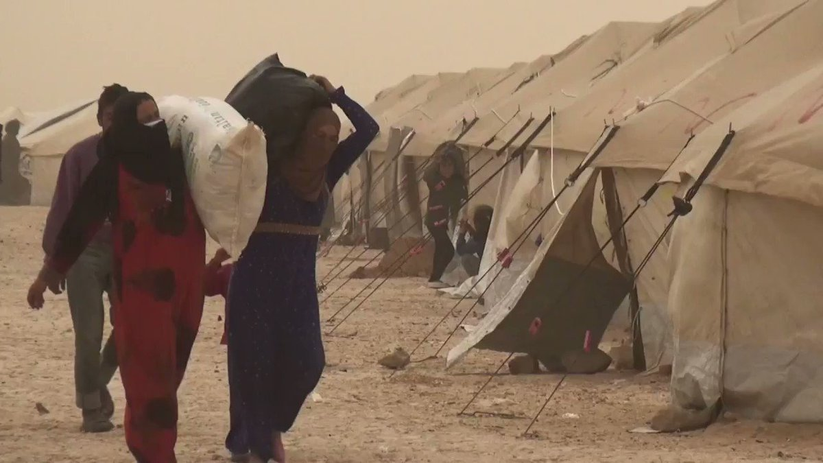 Conditions de vie tragiques pour des Syriens ayant fui l'État islamique à Raqa #AFP