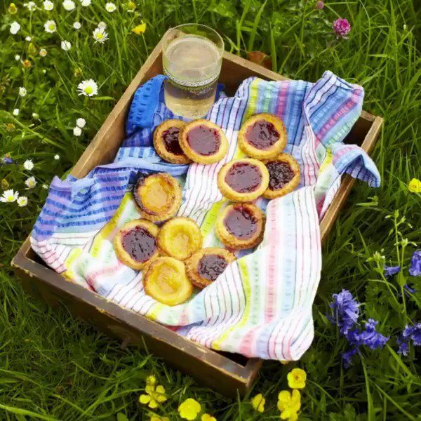 Get baking this #bankholiday with some Classic British treats...feeling proper nostalgic! https://t.co/nnNX0AHlUh https://t.co/a6EUOdjNcw