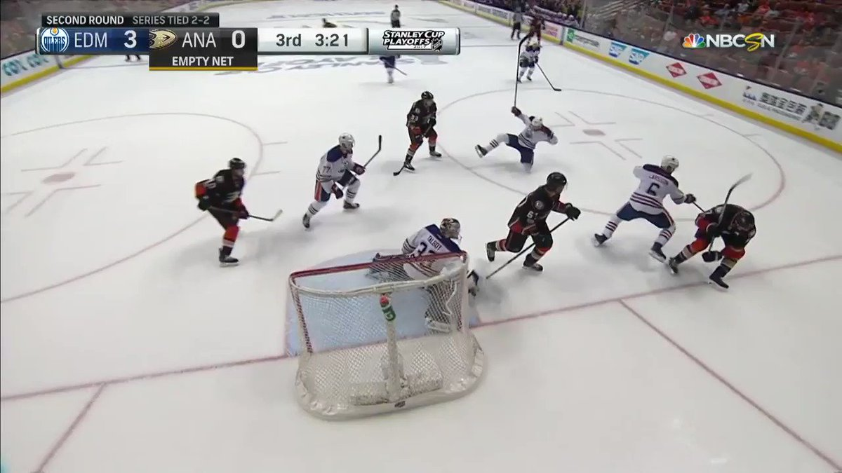 3:16 left in the 3rd: EDM 3, ANA 0 0:15 left in the 3rd: EDM 3, ANA 3.  MADNESS. #StanleyCup https://t.co/bHWfWkySyW