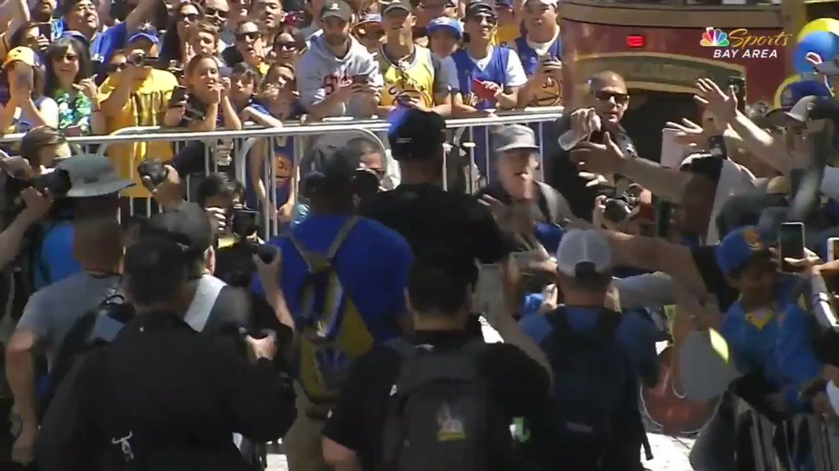 Steph Curry on the move! #WarriorsParade https://t.co/cZNWJucuUg
