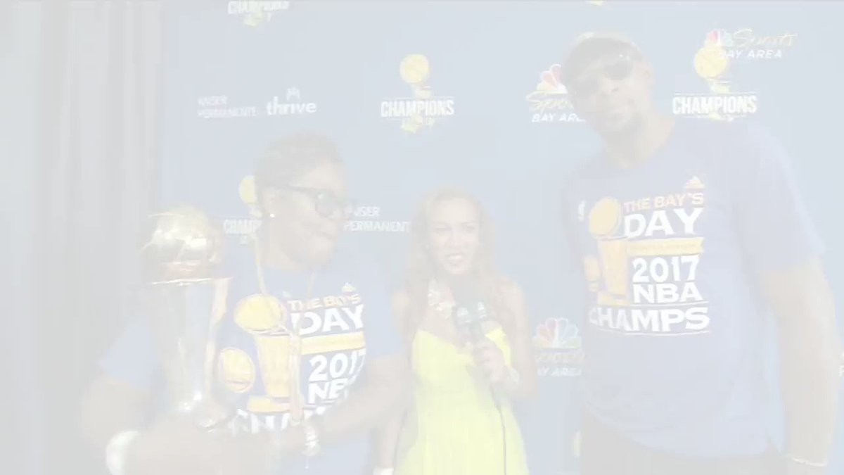 Kevin Durant and Steph Curry react to the #WarriorsParade! https://t.co/uaxvL3TLzT