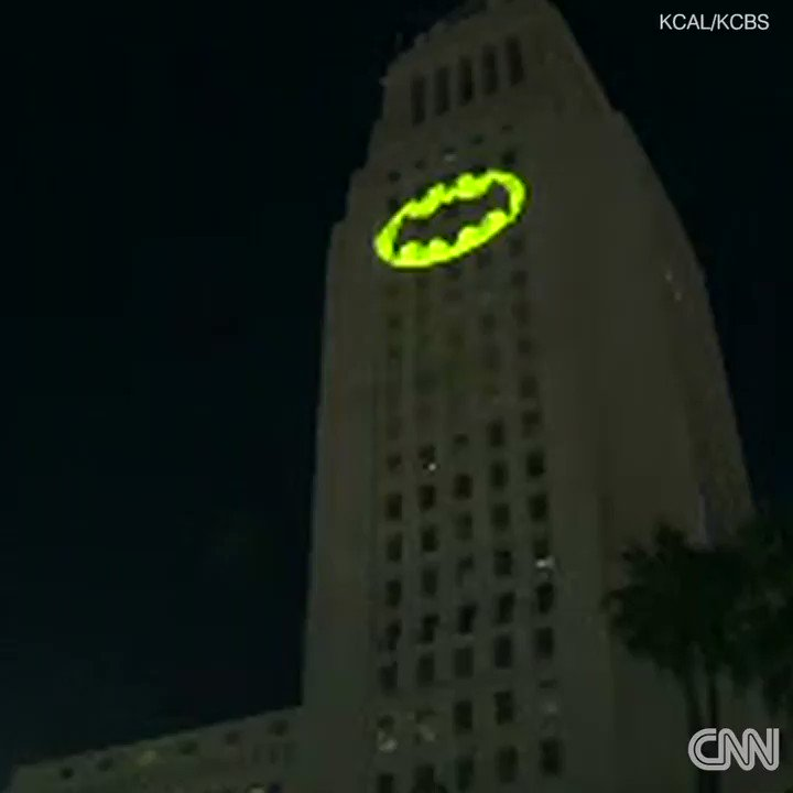 The Bat-signal lit up Los Angeles to honor the late actor Adam West #brightknight https://t.co/mKCRqCIZff https://t.co/Ntd16EzaJi