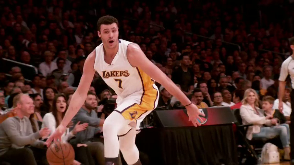 Like Father, Like Son... dominant dunkers Larry Nance and @Larrydn22! #FathersDay https://t.co/qODtVP3wyt