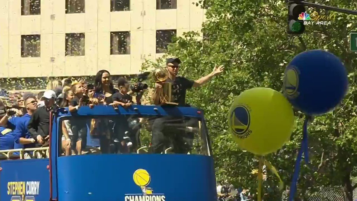 The best moments from the 2017 #WarriorsParade! #DubNation https://t.co/o9jHZDRIsi