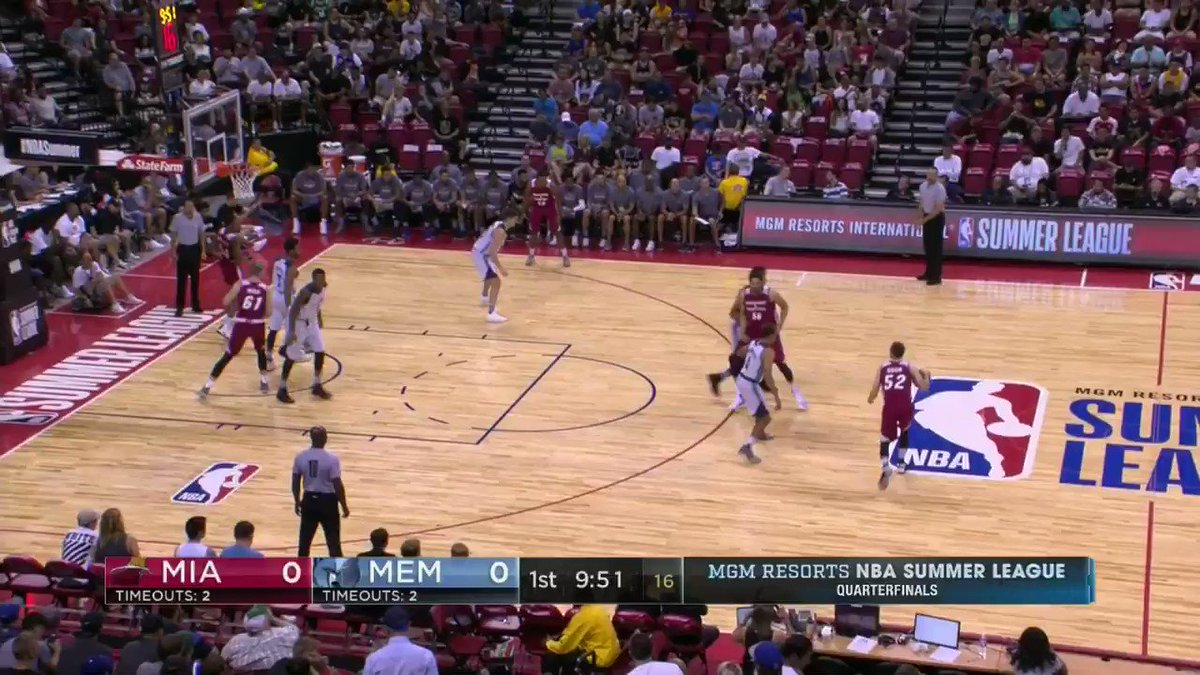 Matt Williams wastes no time getting on the board for the @MiamiHeat.  #NBASummer Quarterfinals continue on ESPN 2! https://t.co/ECVQ2fDu3Y