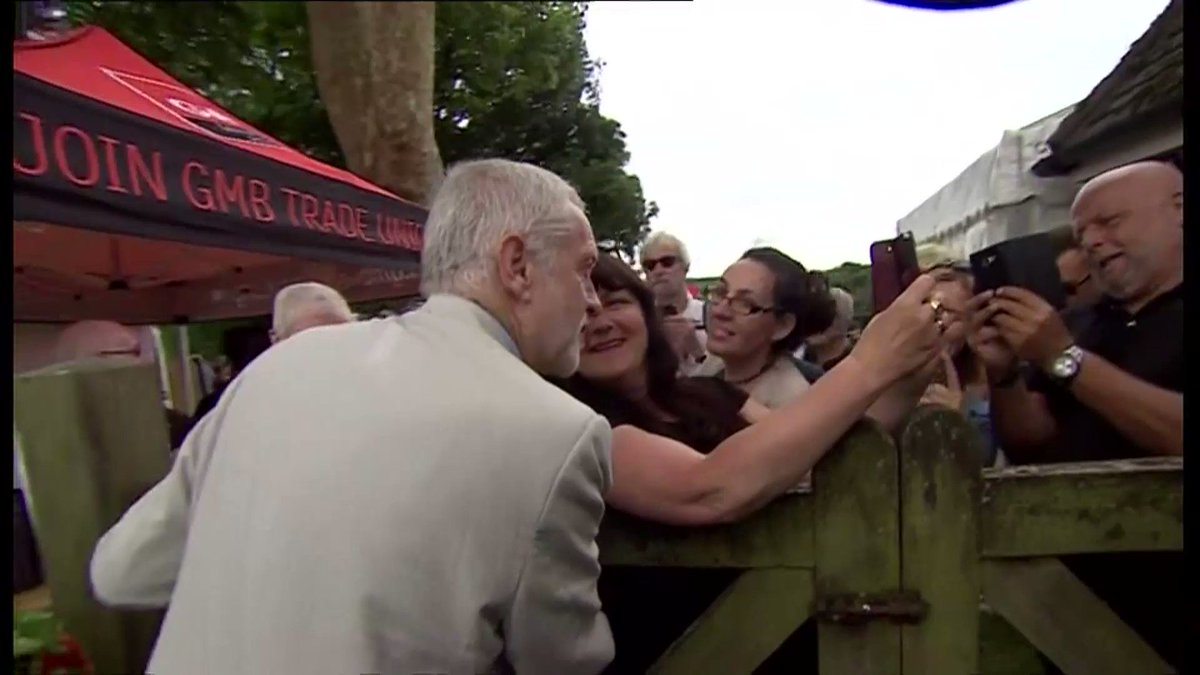 Heroes welcome for @jeremycorbyn at @TolpuddleFest. Here's our report: https://t.co/d6YAziIZyi https://t.co/jbWpuTgxyF
