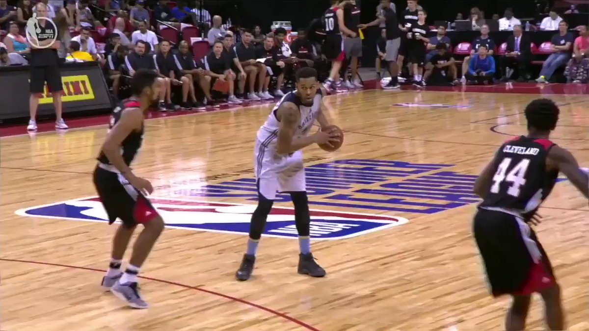 .@memgrizz second-round pick @dbrookz8 with the slick dime to Vincent Hunter! #NBASummer Semifinal https://t.co/CPWNDVlRhl