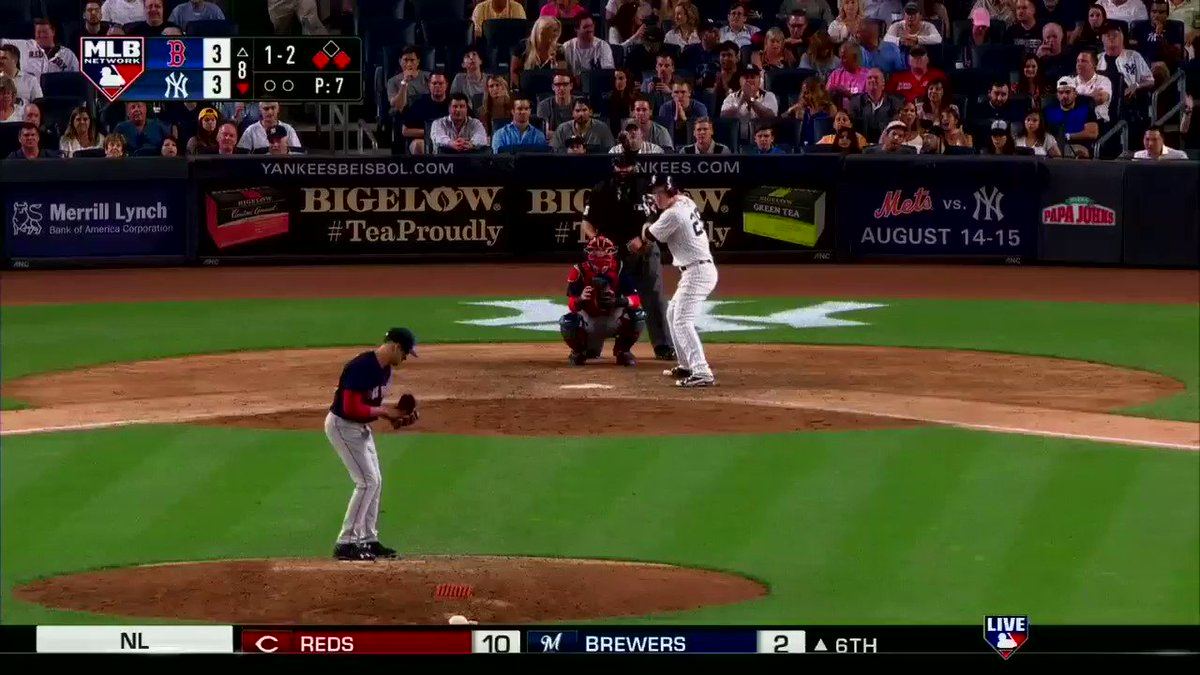 .@FlavaFraz21 gives the @Yankees the lead.  #MLBNShowcase https://t.co/dUZFCb9vGE