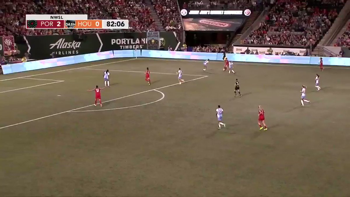 83' Another scoring chance for the @ThornsFC and @nadia_nadim, but another shot wide. #PORvHOU 2-0 https://t.co/7Av0UFryAY