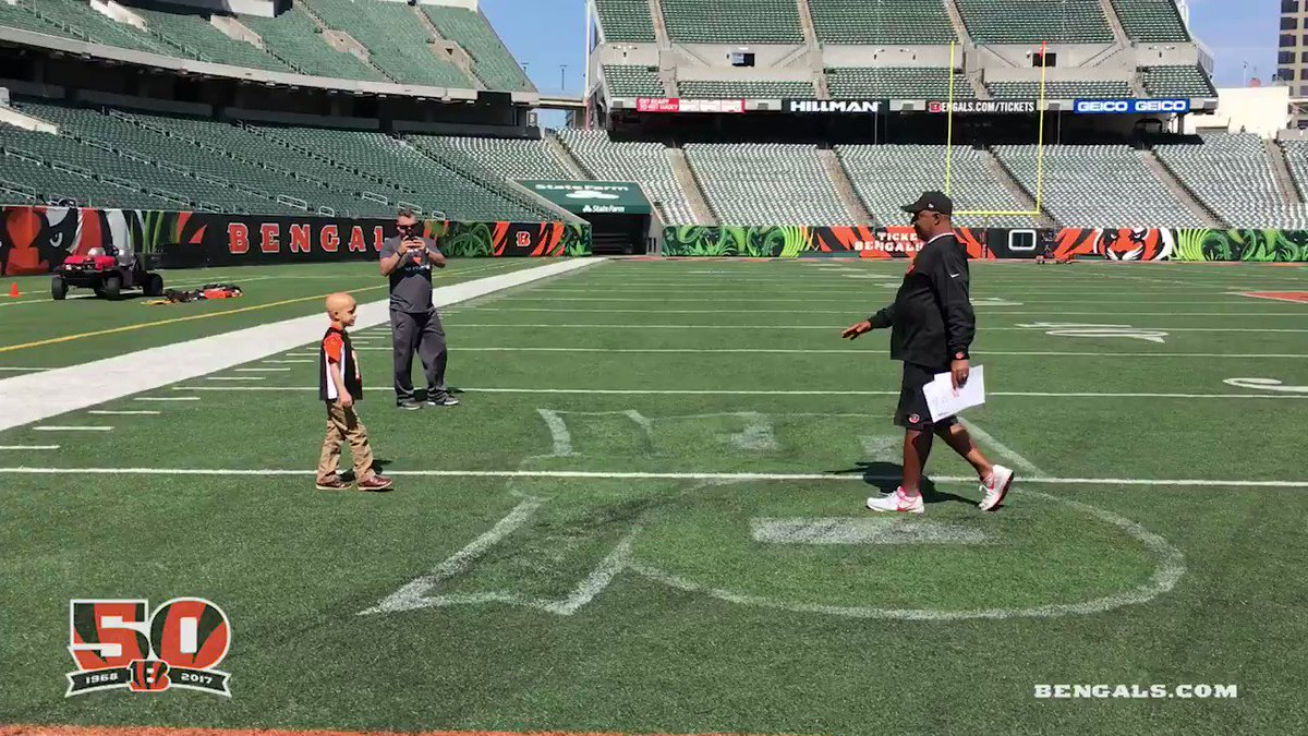 #Bengals call on Superbubz to Break Huddle after Friday's Practice  ��: https://t.co/SMwuhsaSL5  #Bengals50 https://t.co/aOtoI5hmiZ