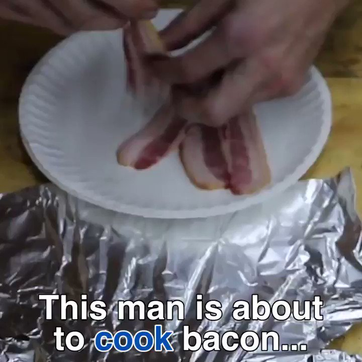 This man knows a revolutionary way to cook bacon! via @DailyMail https://t.co/8kMFQTMJby https://t.co/v45OmgVRQv