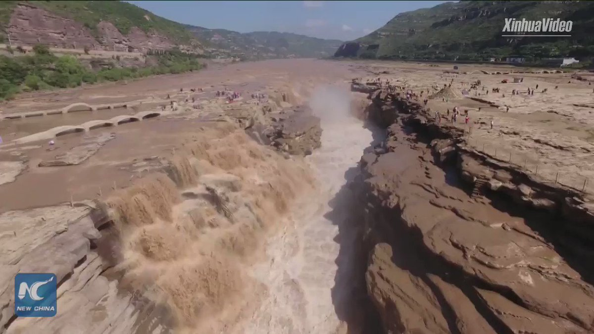 Amazing! Hukou Waterfall in north China gives its best view in autumn