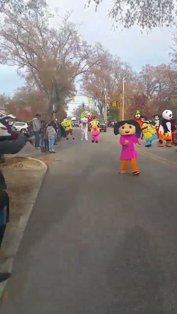 @soarelatable me and my friends trick or treating https://t.co/htRresmsmB