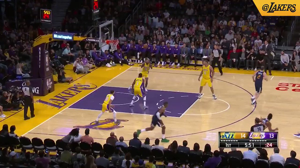 Ingram's long pass to Larry Nance Jr. turns into an easy dunk (��: @SpectrumSN, @spectdeportes, & ESPN) https://t.co/7hBGOEerbt