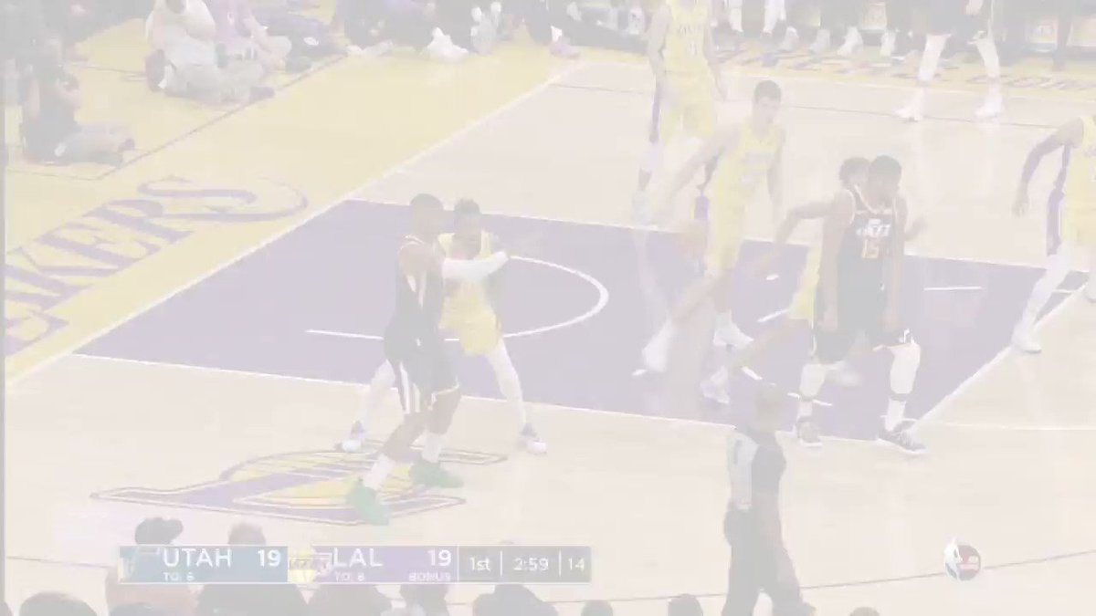 #NBARooks @spidadmitchell (26p) and @KyleKuzma (18p) duel in LA. #NBAPreseason https://t.co/yEpvRmfFBd